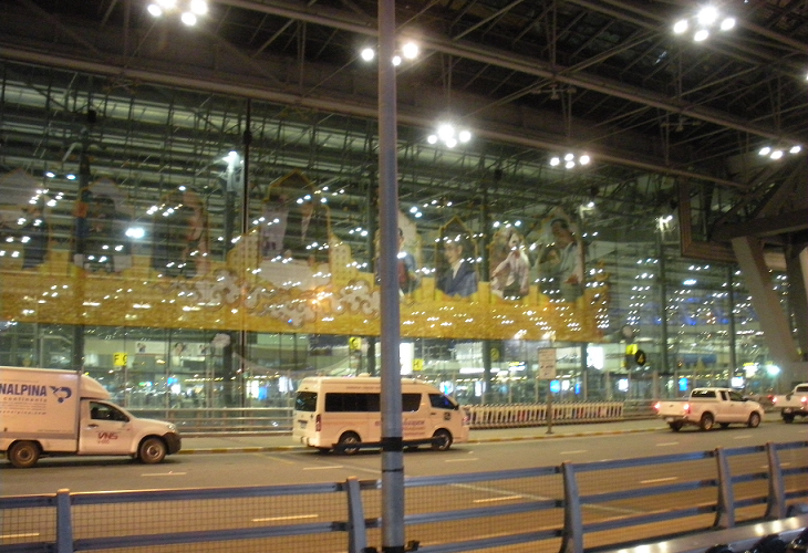 バンコク|初心者が空港から市内へ移動する方法は2択